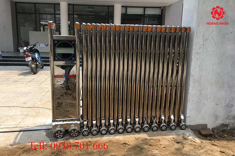 Cổng xếp inox 304 lắp đặt tại công ty TNHH MTV đầu tư Bảo Việt